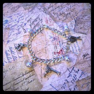 Jewelry - 💇🏼♀️Hair Stylist Pearls Charm Bracelet💇🏼♀️